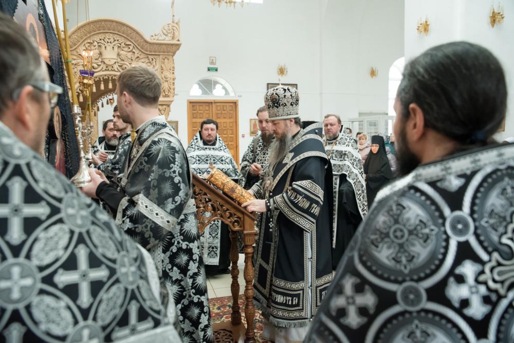 Митрополит Серафим совершил вечерню с чином Пассии в Нижнеломовском Успенском женском монастыре