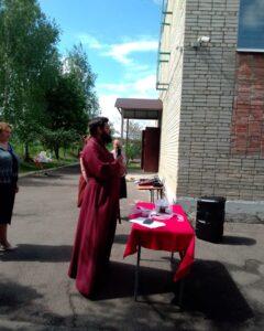 Настоятель Михайло-Архангельской церкви села Вирга принял участие в торжественной линейке посвященной последнему звонку