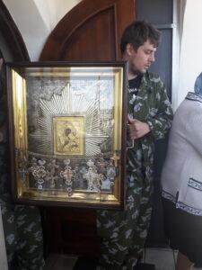 Автомобильный крестный ход с иконой Божией Матери «Избавительница от бед»