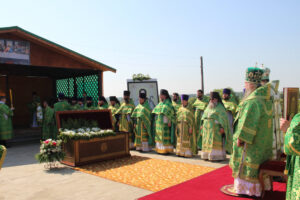 В день памяти блаженного Иоанна Кочетовского митрополит Серафим и епископ Митрофан совершили литургию в селе Кочетовка