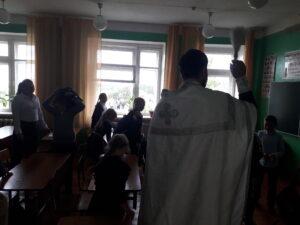 Священник совершил водосвятный молебен в средней общеобразовательной школе с. Вирга
